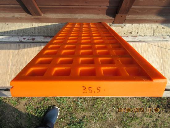 Polyurethane modular screen