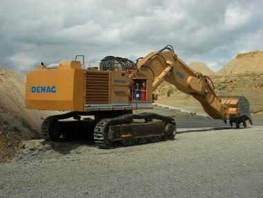 Tracked excavator - Komatsu PC 1250/ Demag H95