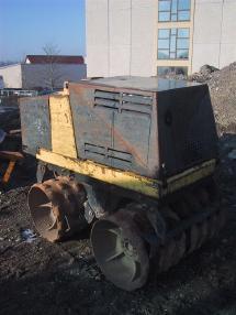 沟槽压路机 - Bomag BMP851