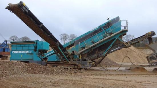 Powerscreen Chieftain 2100 X mit Förderband
