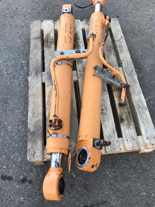 Case Poclain 688 , verschiedene Zylinder, Hub-, Stiel-, Löffelzylinder