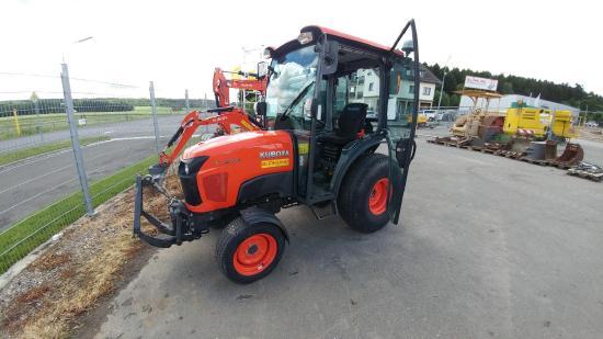 Kubota STW40 Kommunaltraktor Traktor Arbeitsgerät