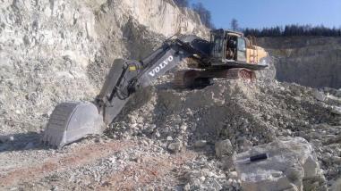 Tracked excavator - Volvo EC 700 CL