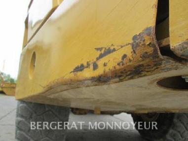 kiper s koljenastim zglobom - Caterpillar 740B
