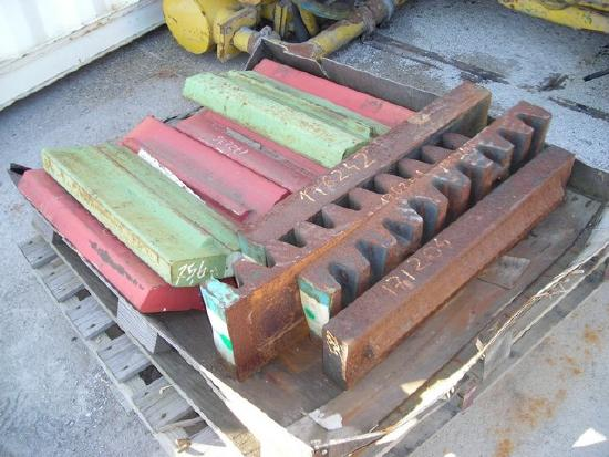 Rubble Master RM70 unused hammer & Impact plates