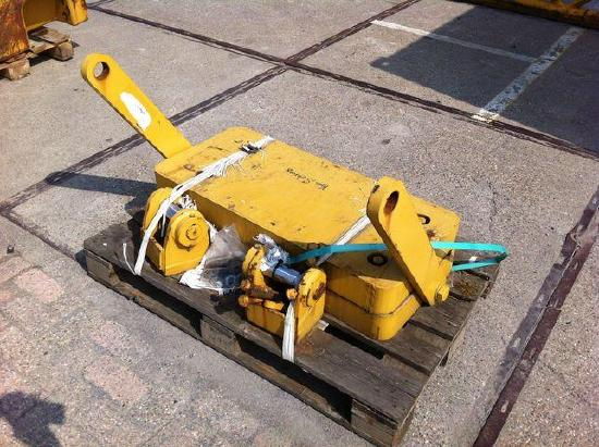 Caterpillar D7R counterweight