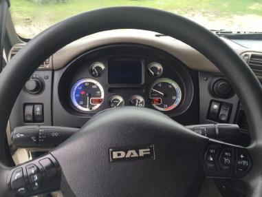 zatvoreni sandučar - DAF CF85 410