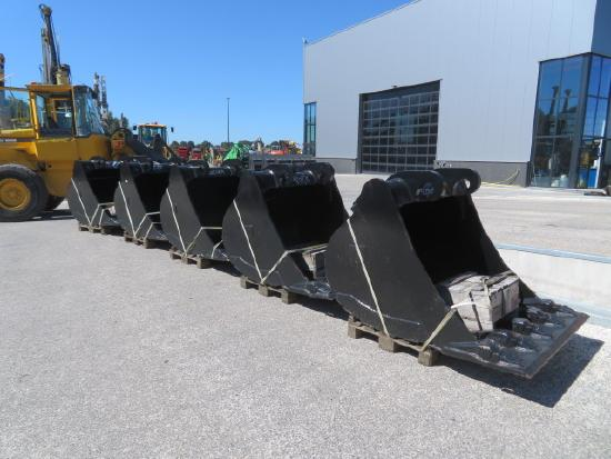 Caterpillar 324 / 328 / 329 CW45S with egde and teeth