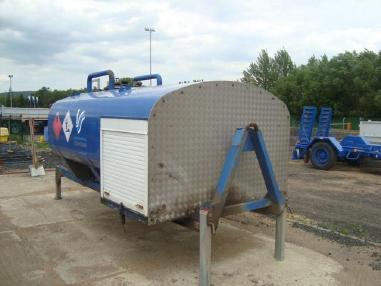 Cisternový vůz - Ostatní Tank mit Kraftstoff