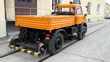 Machine de construction de quais - Daimler-Benz Unimog 416.141