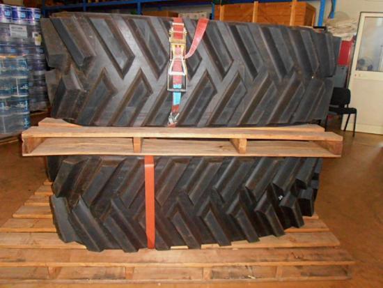 Caterpillar 300X109X41 WKX        CINGOLO IN GOMMA NUOVO