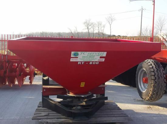 Fertilizator pătrat model Spreader MT 18 pentru