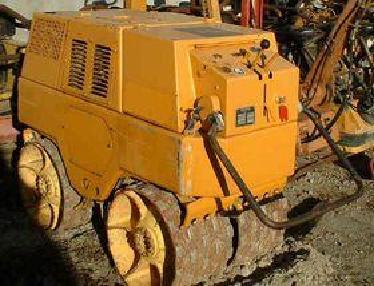 Rulou compactor pentru şanţuri - Bomag BW 650 T
