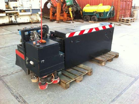 Telescopic manhole cover lifter to suit front vacuum truck