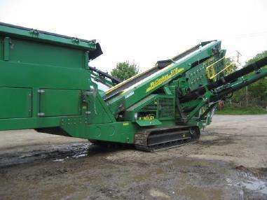 mobile screening plant - Mc Closkey S130-3 deck