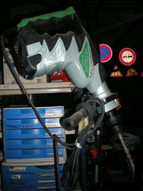 Hitachi PERFORATEUR DH45