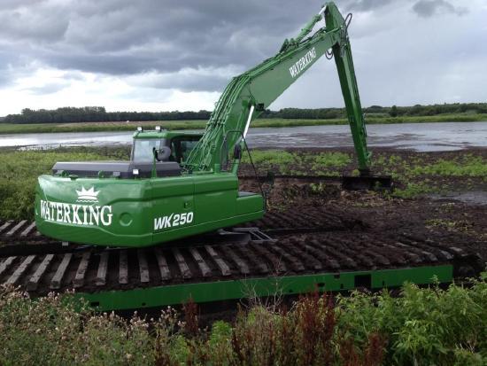 WATERKING amphibious excavator swamp buggy