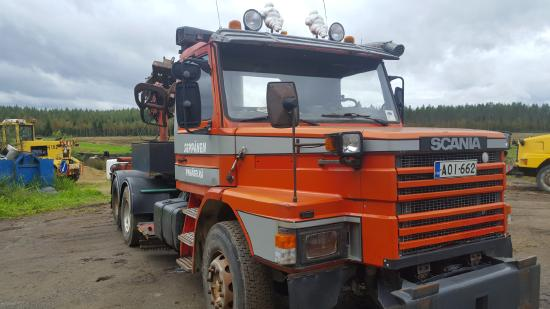 T 112 H with Hian ctane Scania with Hiab-crane, grab for timbers