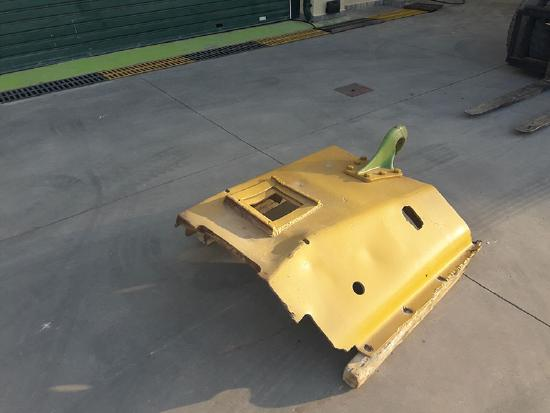 Caterpillar CAT UNDER ENGINE COVER WITH HOOK