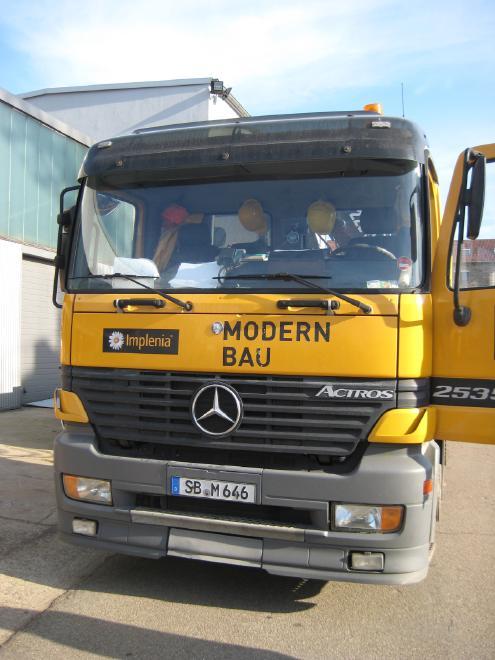 Mercedes Benz Actros 2535 mit Liftachse und Ladekran Hiab 220 C3