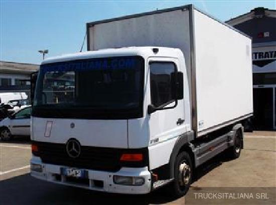 Mercedes Benz ATEGO 715 C. CORTA