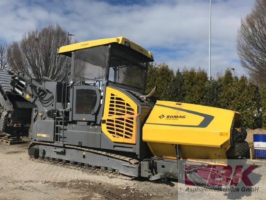 Bomag MF 2500 CS m. SwingApp